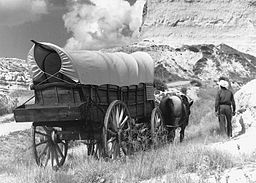Conestoga_wagon_on_Oregon_Trail_-_NARA_-_286056_crop
