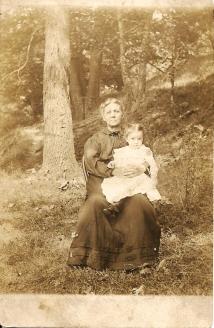 Jane Wyckoff and Elsie Hackathorn, circa 1909