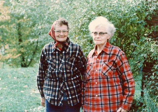 Aunt Goldie and Aunt Jennie (right). (Photo courtesy of Merrianne Hackathorn)