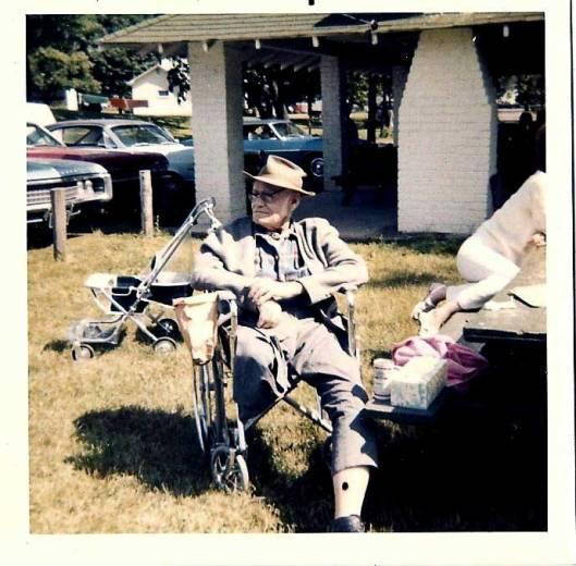 Uncle Shorty at Hackathorn Reunion, Minerva, Ohio